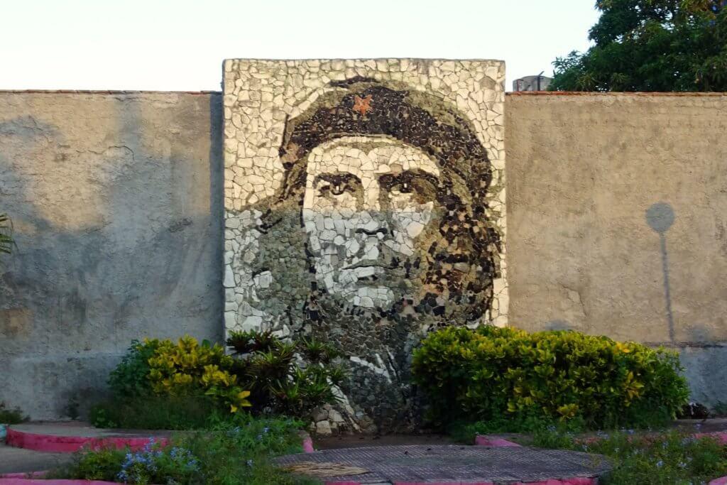 Casa Particular in Matanzas, Kuba. Steinernes Mosaik mit Che Guevara als Motiv.