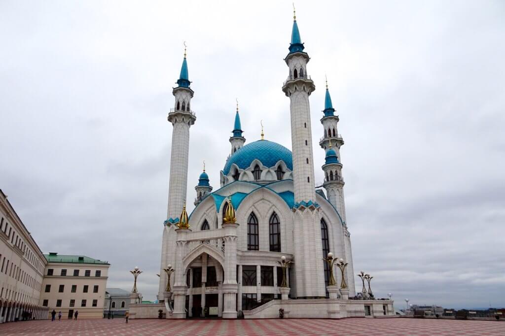 Religion in Tatarstan. Kul-Scharif-Moschee in Kasan, eine der größten Moscheen Europas und ein Symbol für das friedliche Miteinander der Religionen.