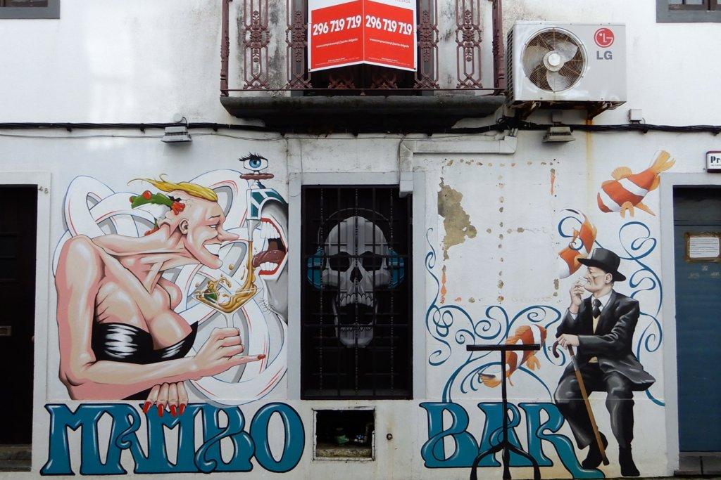Street Art Azoren. Malerei an Hauswand in Ponta Delgada.