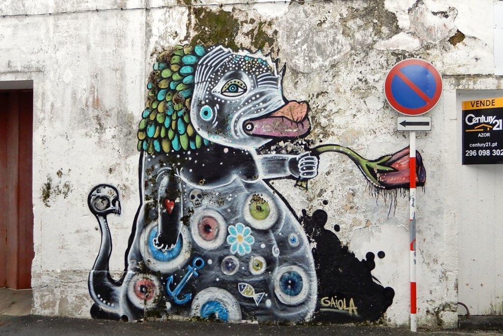 Street Art in Ponta Delgada. Kunstwerk von Gaiola aus Coimbra.