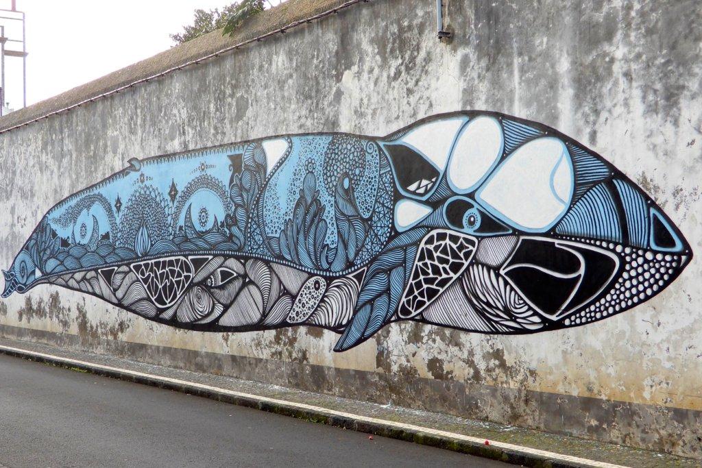 Street Art in Ponta Delgada. Wal von Hazul aus Porto.