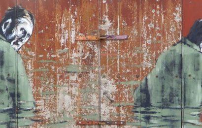Street Art in Ponta Delgada, Azoreninsel Sao Miguel. Kunstwerk von Pedro Batista aus Lissabon.