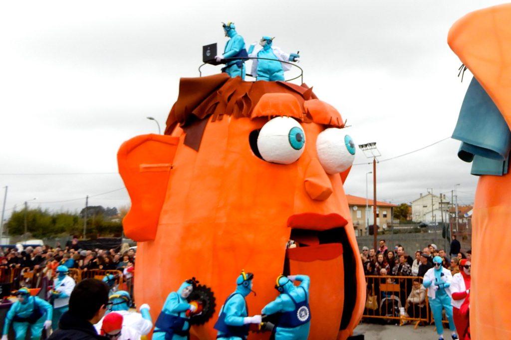 Karneval in Ovar, Portugal. Thema ist hier eine Technoparade.