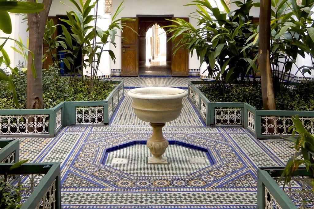 Bahia Palast in Marrakesch. Blick in einen der noch menschenleeren Gärten.