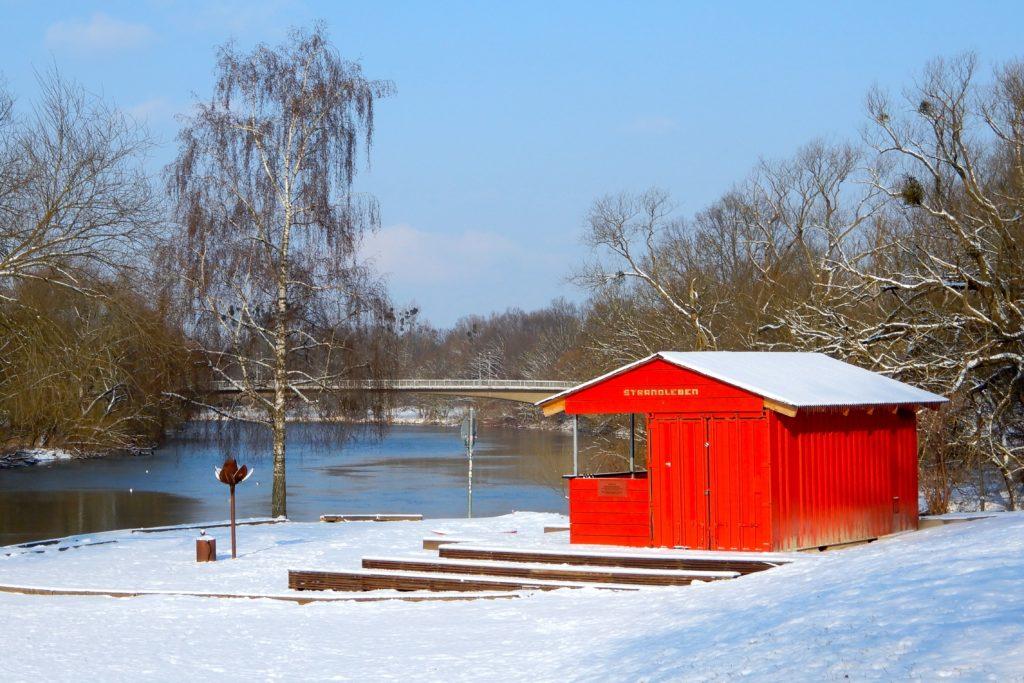 Winter in Hannover. Strandbar Strandleben am Zusammenfluss von Ihme und Leine.