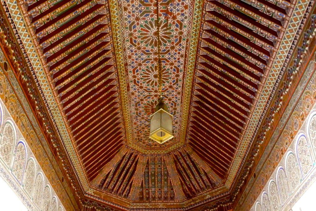 Bahia Palast, Marrakesch. Schnitzereien und Malereien an der Decke.
