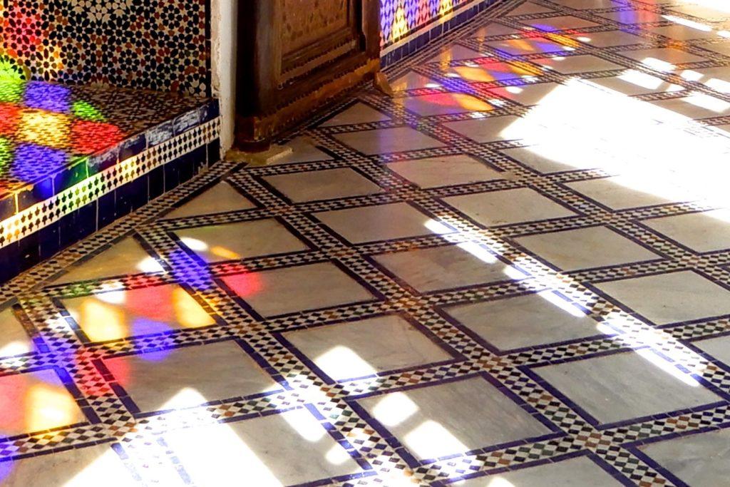 Bahia Palast, Marrakesch. Kombination von Mosaik und Lichteffekten.