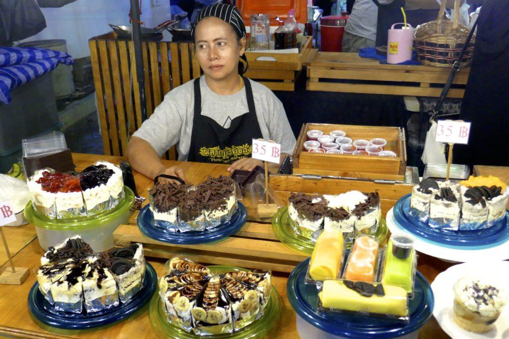 Indy Market in Phuket. Hier gibt es Kuchen und Torte.
