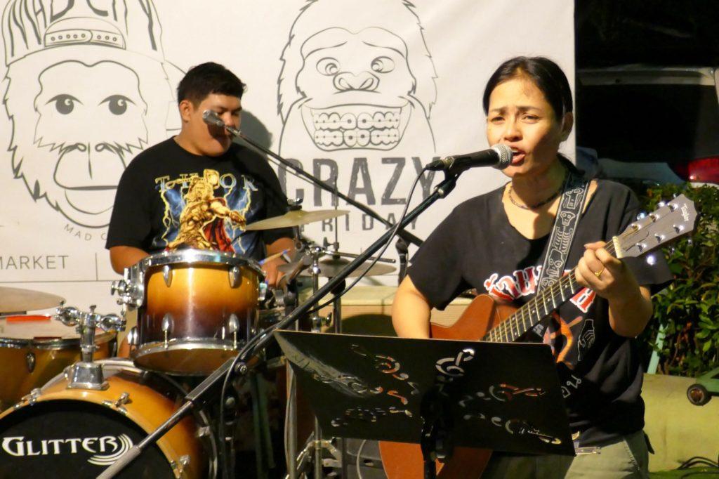 Indy Market in Phuket Town. Abendliches Musikprogramm.