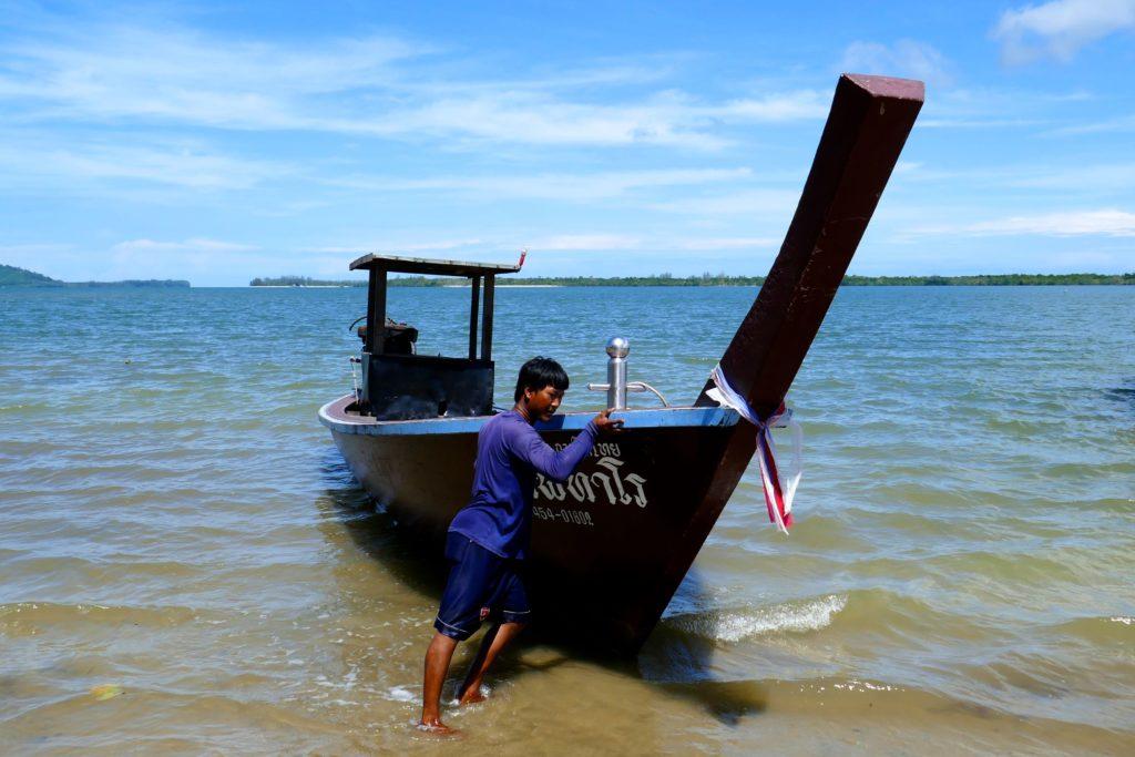 Koh Phra Thong. Vorbereitung für die Überfahrt mit dem Boot.