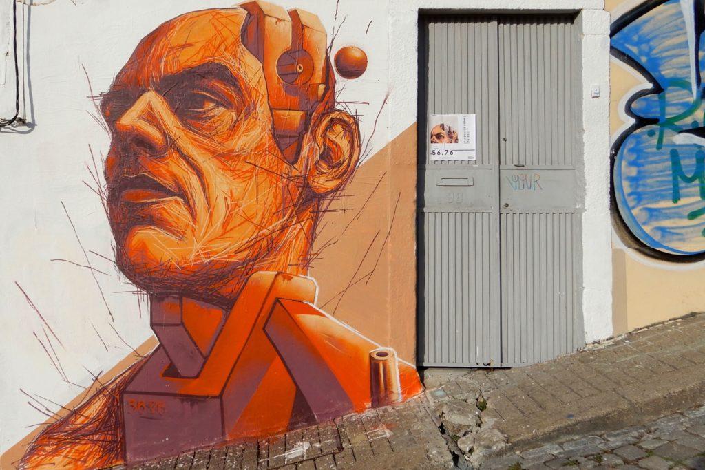 Street Art in Porto. Frederico Draw. Temporäres Kunstwerk vor der Galerie BECUH .