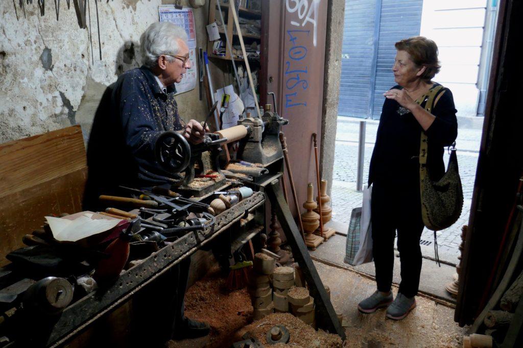 Drechsler Artur Oliveira in seiner Werkstatt in Porto, in der Rua Conde de Vizela.