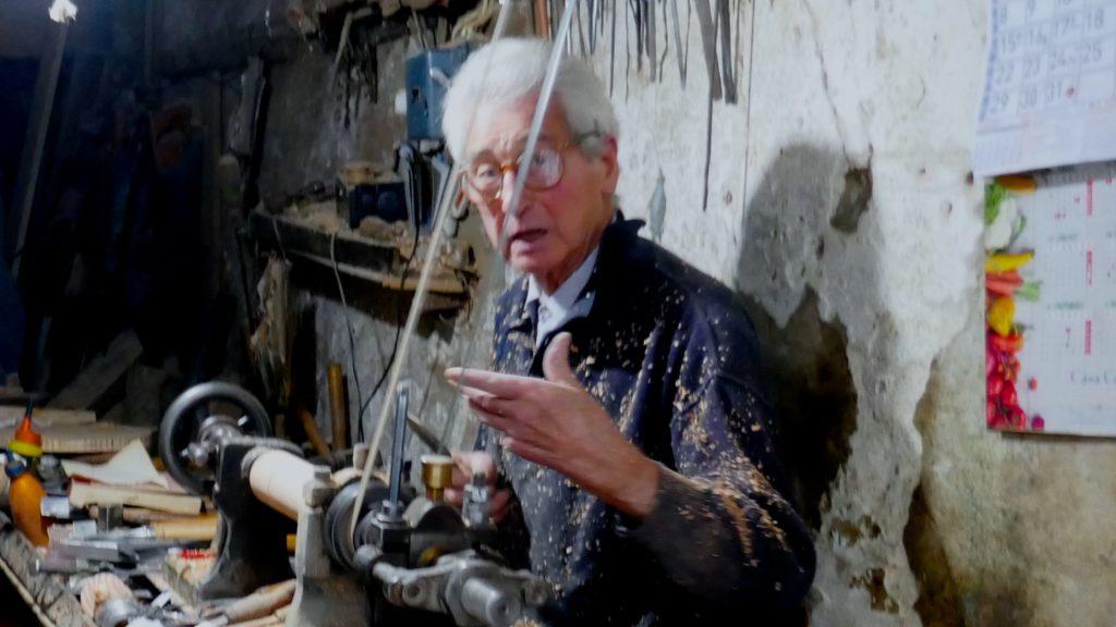 Artur Oliveira, Drechsler (torneiro de madeira) aus Porto.