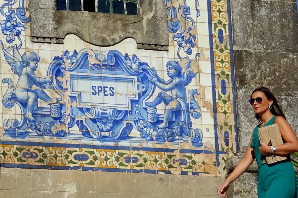 Azulejos in Porto, hier vor der Igreja de Santo Ildefonso.