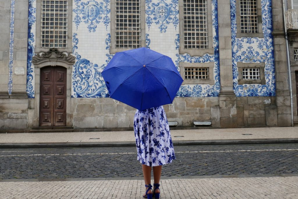 Azulejos in Porto, hier die Igreja do Carmo.