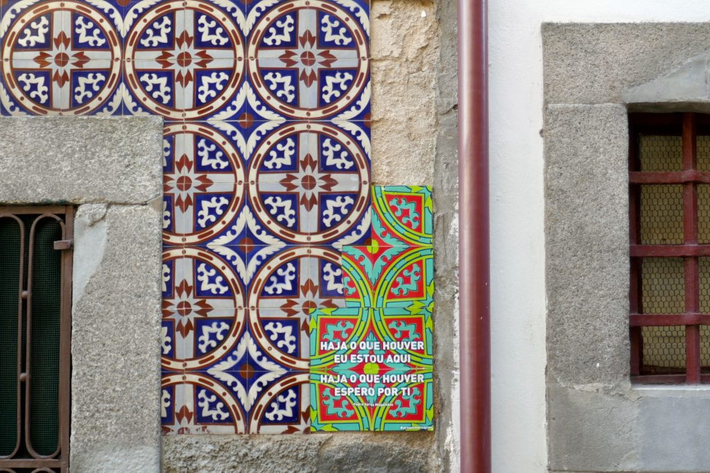"Azulejos in Porto. Arbeit von Joana de Abreu und ""Preencher Vazios""."