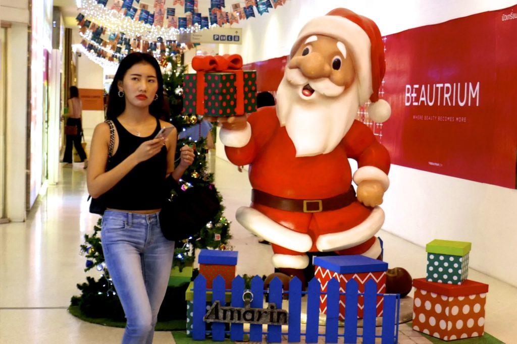 Weihnachtliche Momentaufnahme in der Einkaufsmeile Ratchaprasong.