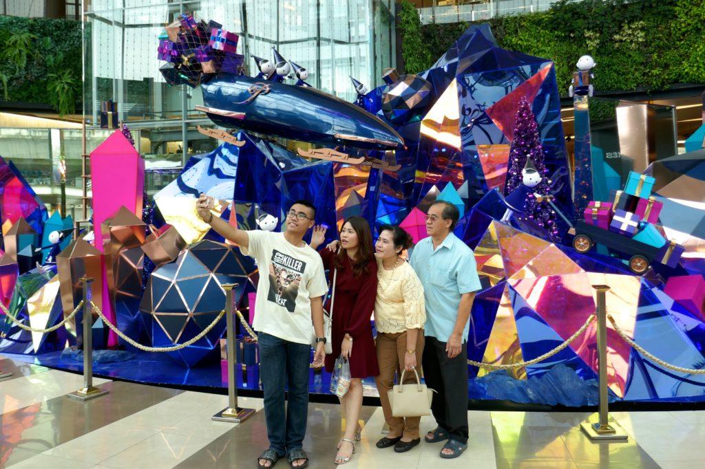 Weihnachten in Bangkok. Beliebt als Selfie-Kulisse: die Deko im Einkaufszentrum Siam Paragon.