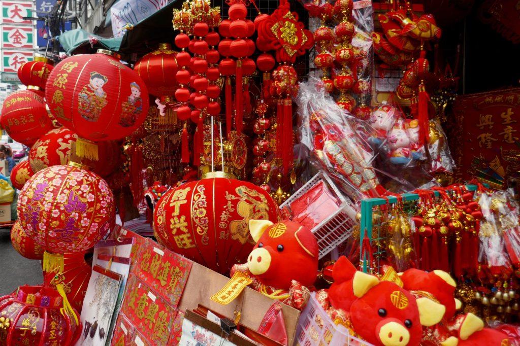Chinatown Bangkok. Rot, die Farbe des Lebens und des Glücks für Chinesen.