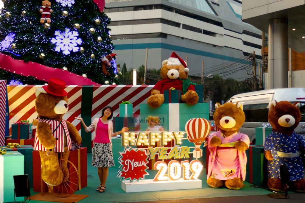 Weihnachten in Bangkok. Weihnachtsdeko als Fotokulisse in der Sukhumvit Road, Bangkok.