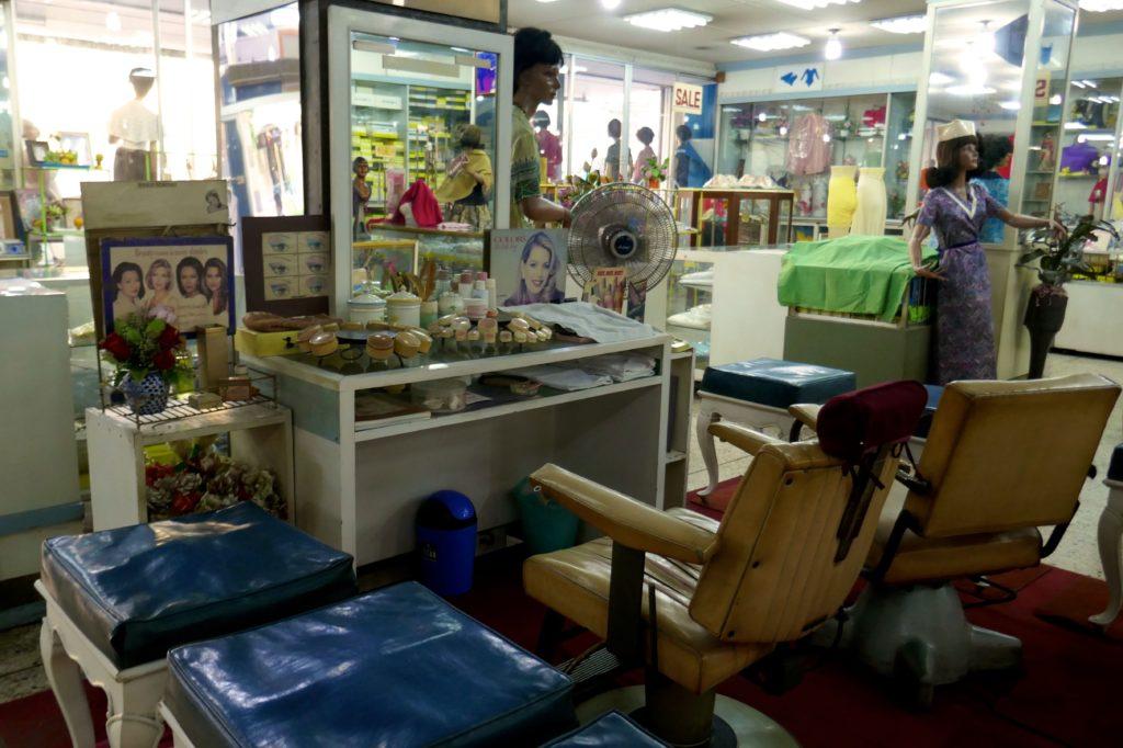 Kosmetikstudio im Kaufhaus Nightingale-Olympic, Bangkok.