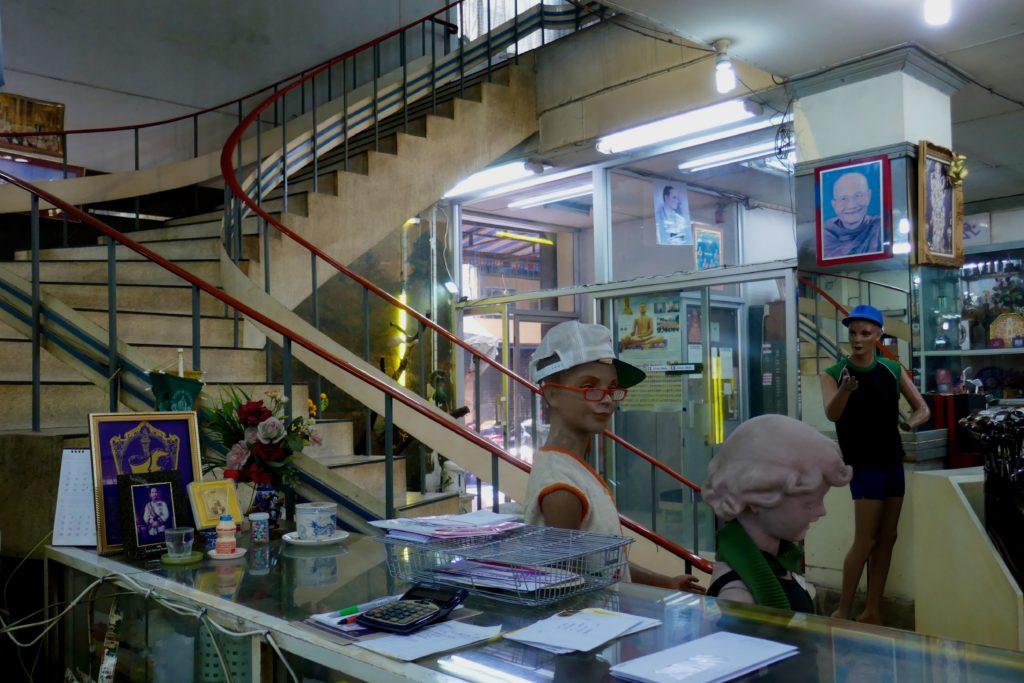 Kaufhaus Nightingale-Olympic in Bangkok. Treppe zur ersten Etage.