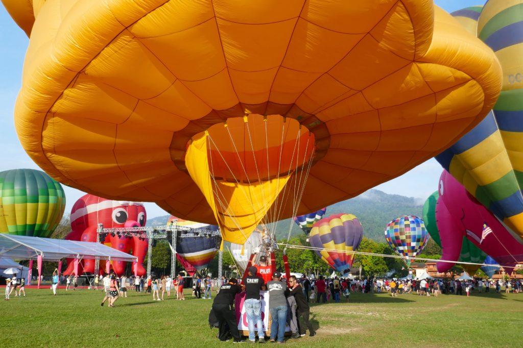 Penang Hot Air Balloon Fiesta. Gleich ist der Ballon startklar.