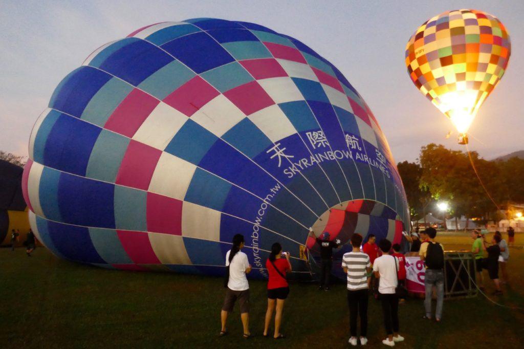 Penang Hot Air Balloon Fiesta. Neugierige Augen am frühen Morgen.