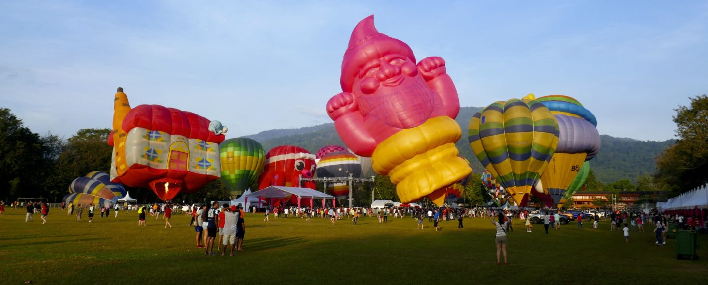Penang Hot Air Balloon Fiesta. Heißluftballons in George Town, Malaysia.