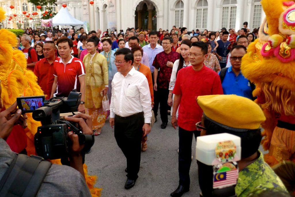Chap Goh Meh, chinesischer Valentinstag in George Town, Malaysia. Eintreffen des Ministerpräsidenten von Penang, Chow Kon Yeow.