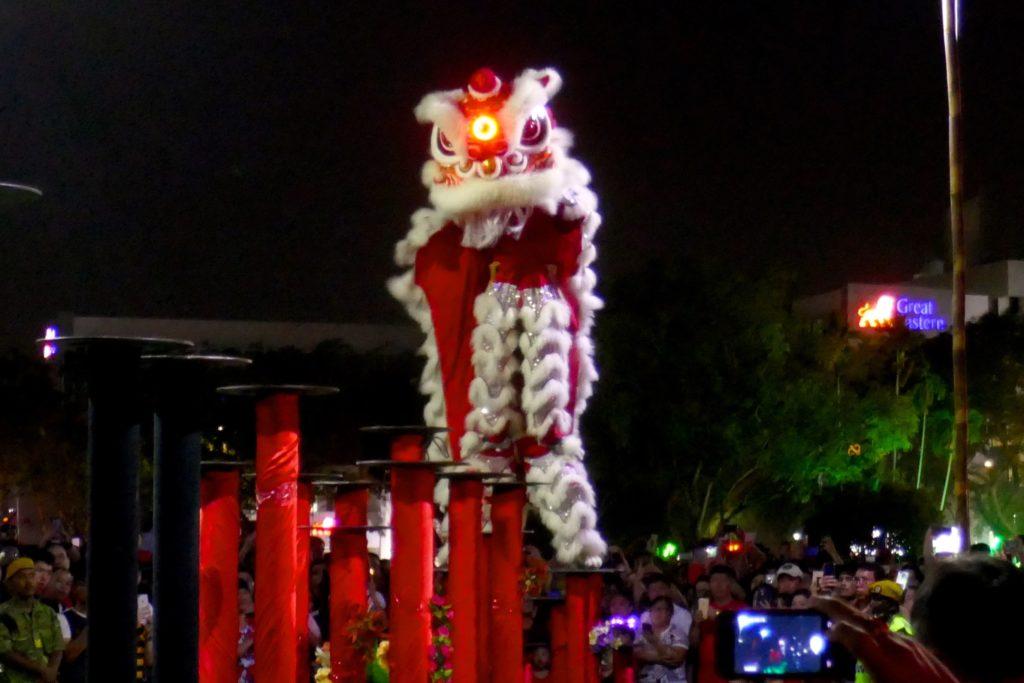 Chinesischer Löwentanz bei Chap Goh Meh, dem chinesischen Valentinstag in George Town, Penang.