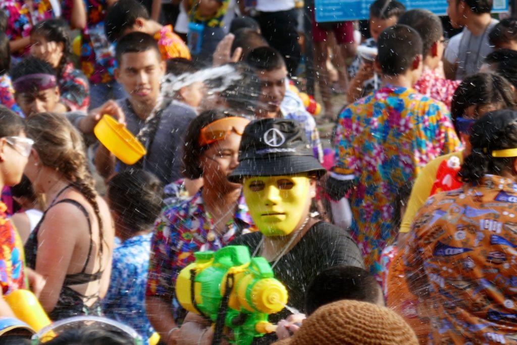 Größtes Wasserfest der Welt. Songkran in Phuket Town.