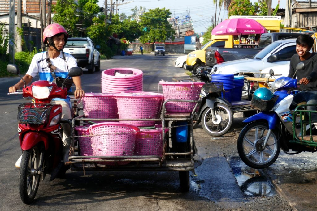 Fischmarkt von Ranong. Abtransport von frischem Fisch.