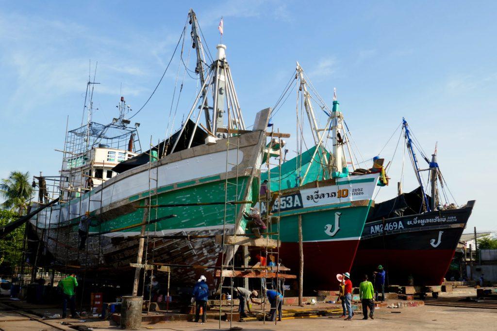 Im Werftbereich des Hafens von Ranong.