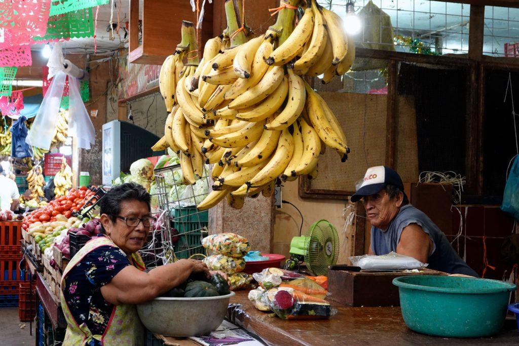 Gelb-reife Bananen auf dem Markt im mexikanischen Campeche.