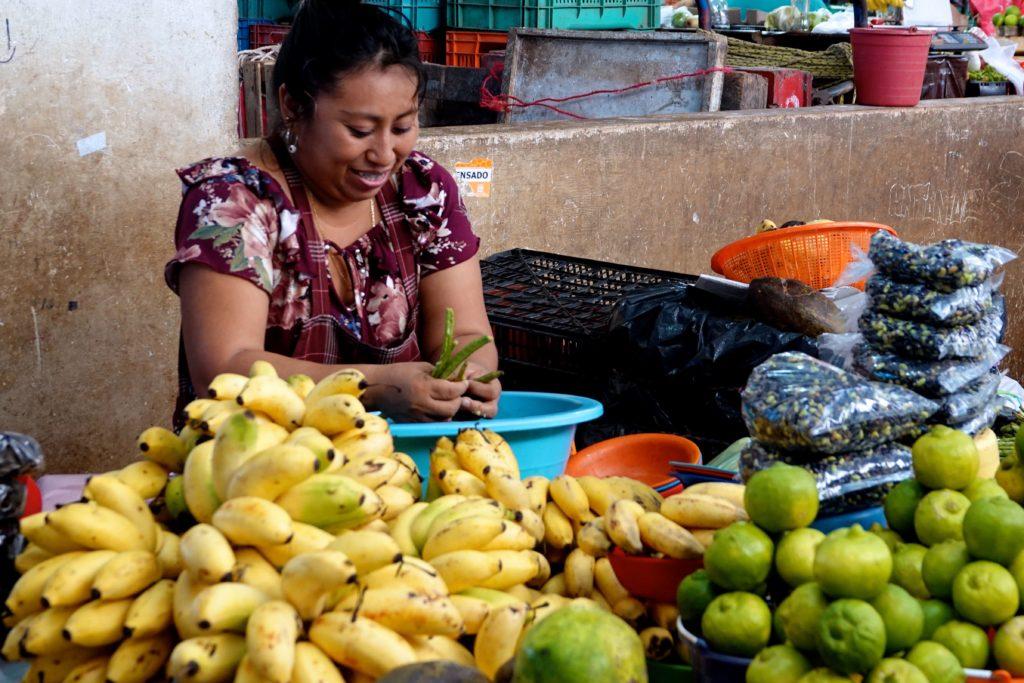 Gelbe Bananen und anderes Obst auf dem Mercado Pedro Sainz de Baranda in Campeche.