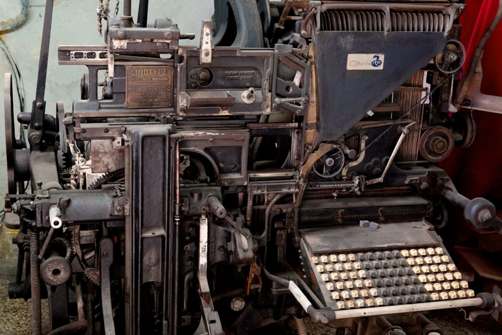 Setzmaschine Linotype 8 in Havannas Chinatown.
