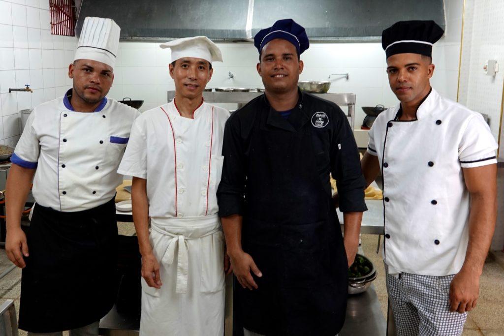 Chinesisches Restaurant Tien Tan in Havannas Chinatown: Küchenchef mit seiner Crew.