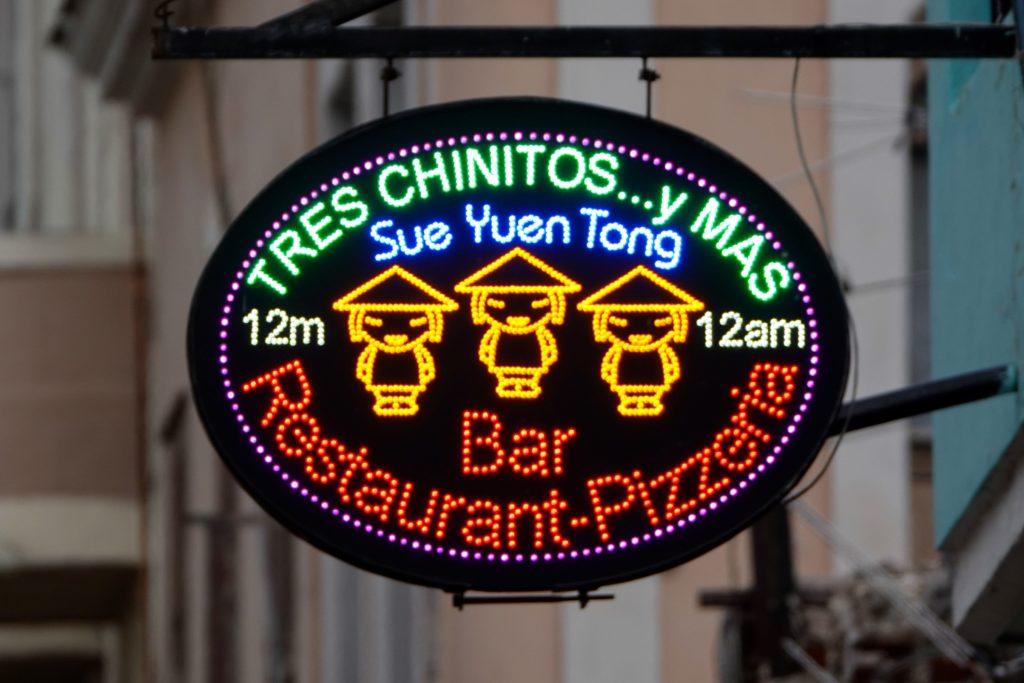 Schild des Restaurants Sue Yuen Tong los 3chinitos, Chinatown, Havanna.