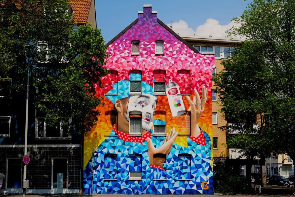 Buntes Hannover: Clown-Mural der portugiesischen Künstler Mr. Dheo und Pariz One.