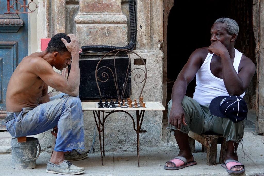 Schachspieler in den Straßen von Havanna.